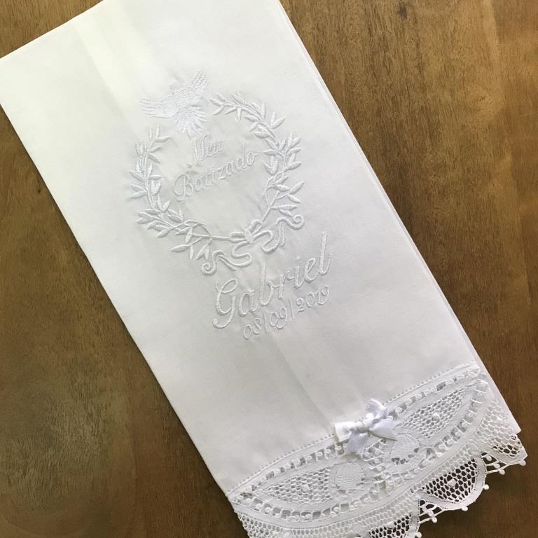 Toalha Batizado Personalizada Renda Renascença Espírito Santo - Nome e Data (grande)