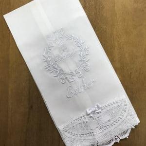 Toalha Batizado Personalizada Renda Renascença Espírito Santo - Nome (grande)