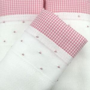 Fralda bordada poá rosa - de R$ 19,98 a R$ 23,50 - Desconto Progressivo