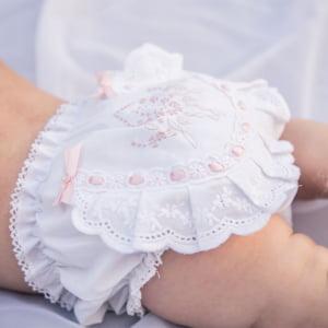 Calcinha bordado manual medalhão rosa