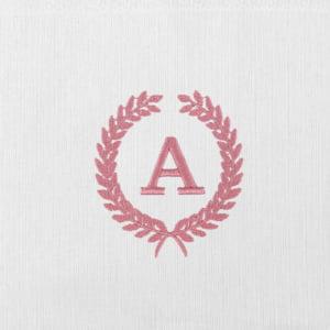 Fralda Renda Renascença Personalizada Inicicias (até 2 letras) - Diversas Cores (unidade) - de R$ 67,92 a R$ 79,90 - Desconto Progressivo